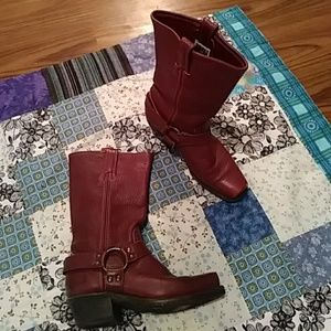 Woman's FRYE Harness BOOTS brownish red 8M